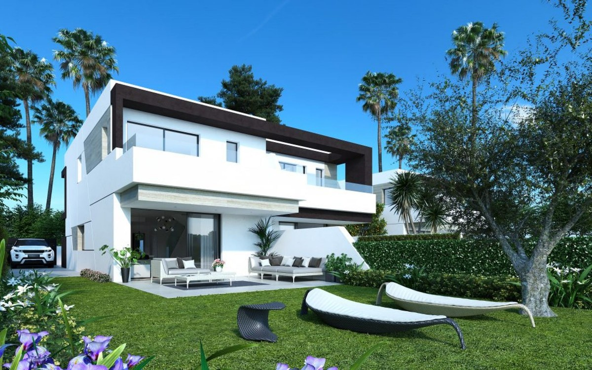 Townhouse for sale in Estepona New Golden Mile
