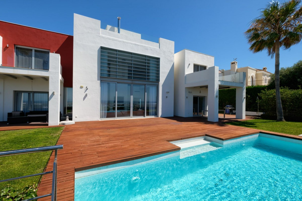 Villa for sale in Benahavis
