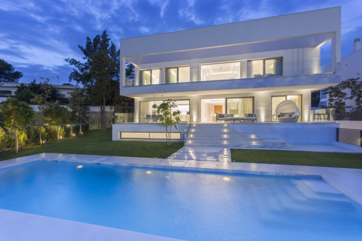 Villa for sale in Guadalmina