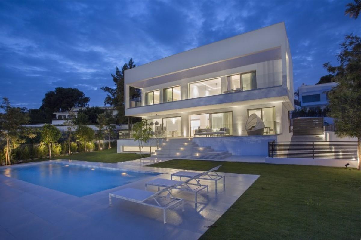 Villa for sale in Guadalmina