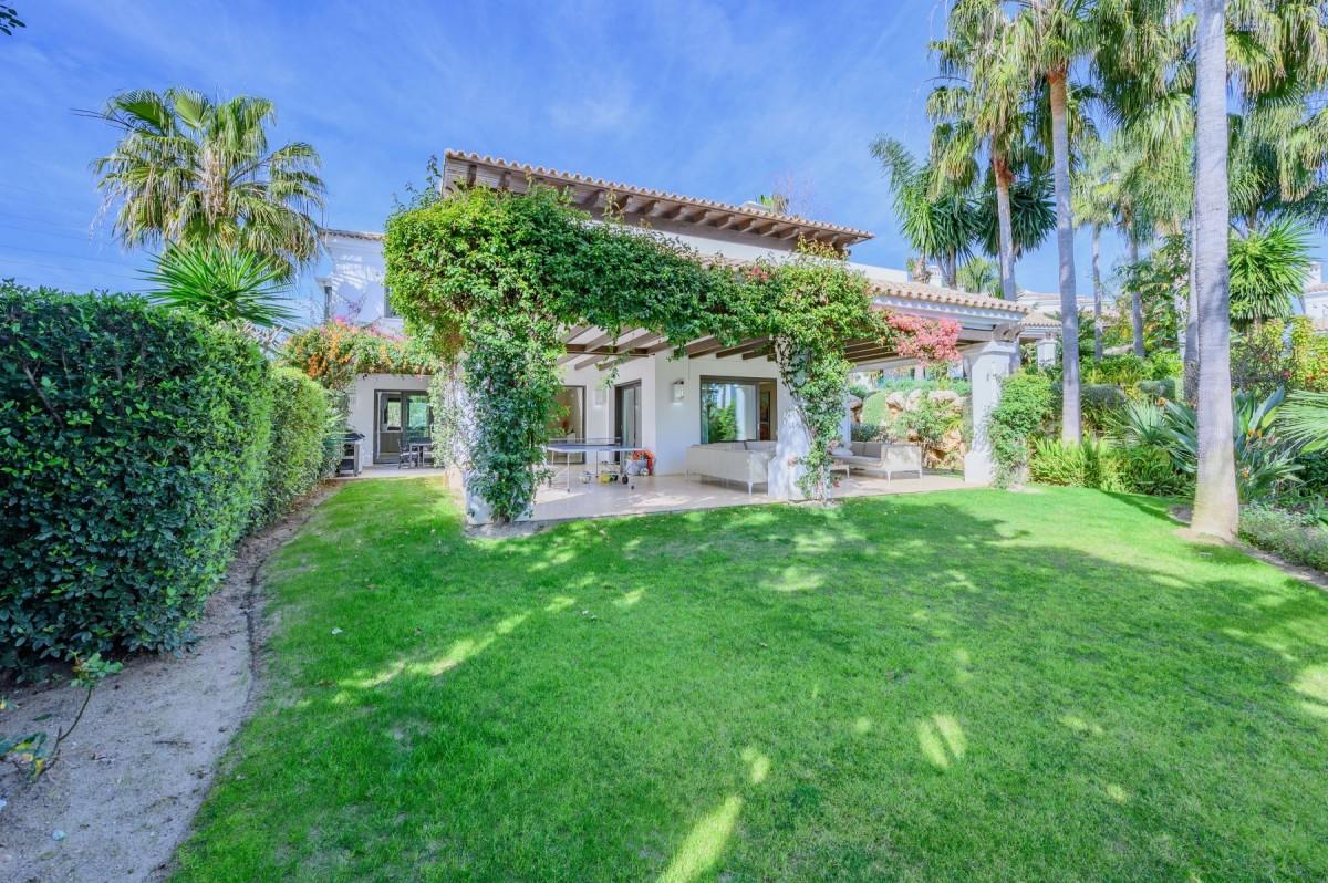 Modern 6 bedroom Villa for sale in Marbella Golden Mile