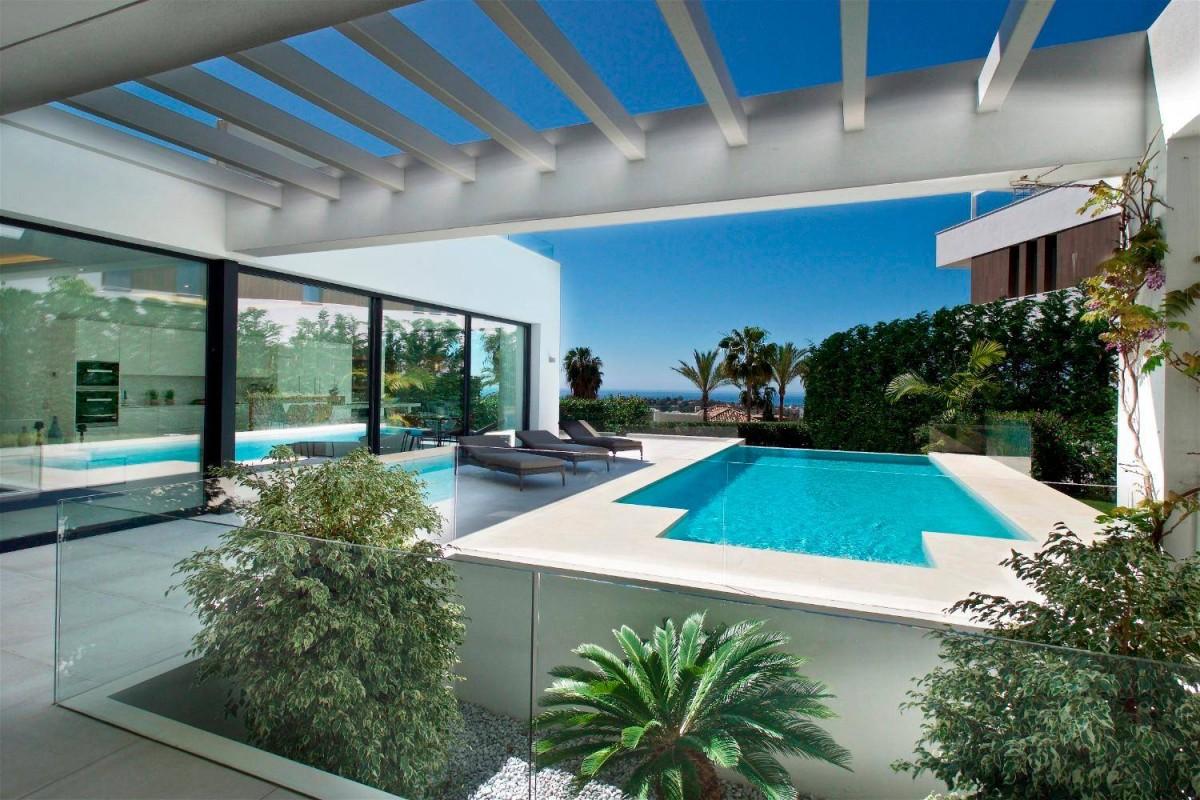 Villa for long term rent in Benahavis