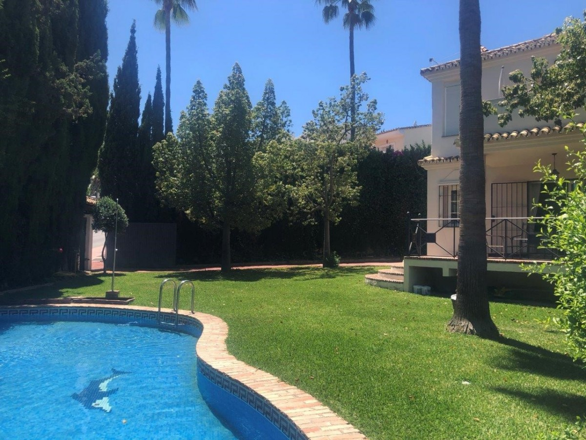 Villa for long term rent in Nueva Andalucia