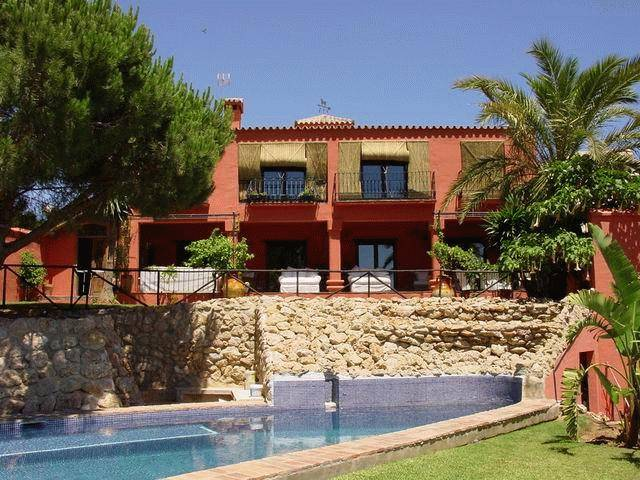 Villa for long term rent in Elviria
