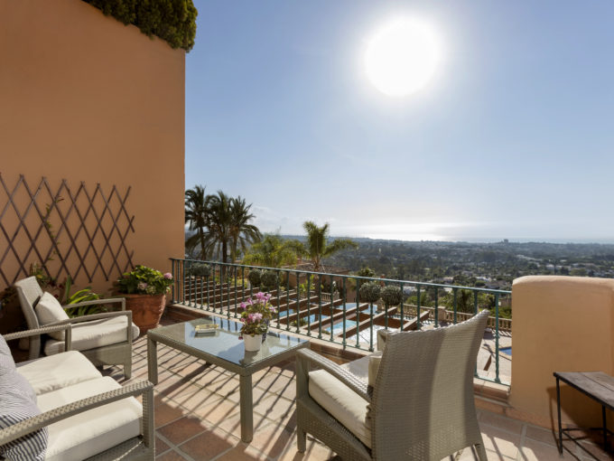 Beautiful south facing penthouse for sale in Nueva Andalucia