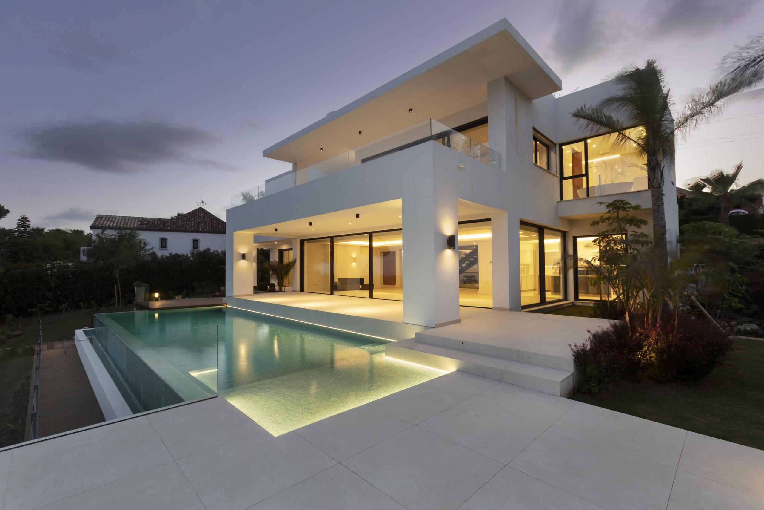 Stunning 4 bedroom villa for sale in Estespona