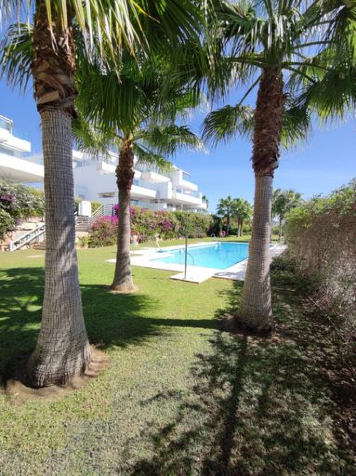 Spacious 3 bedroom apartment for sale in Cabopino, Marbella.