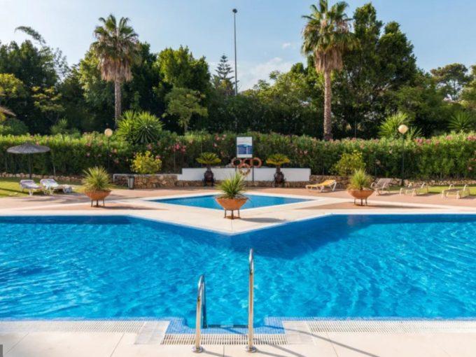 Luxury apartment for sale in Puerto Banus Playas Del Duque