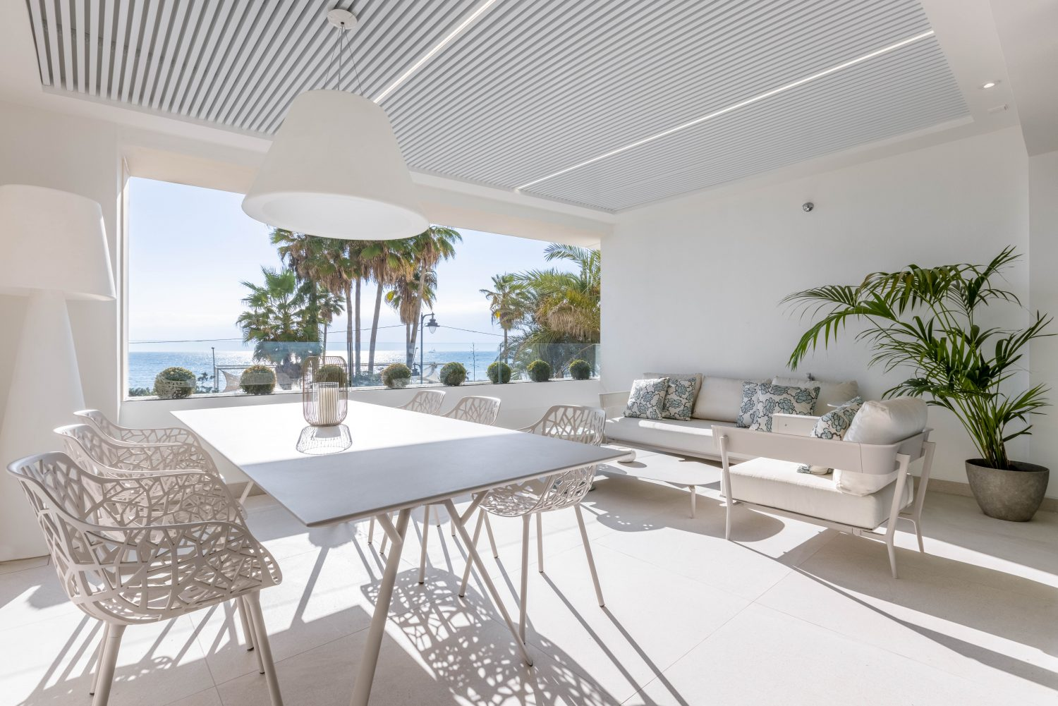 1,2 & 3 bedroom seafront apartments for sale in Estepona.