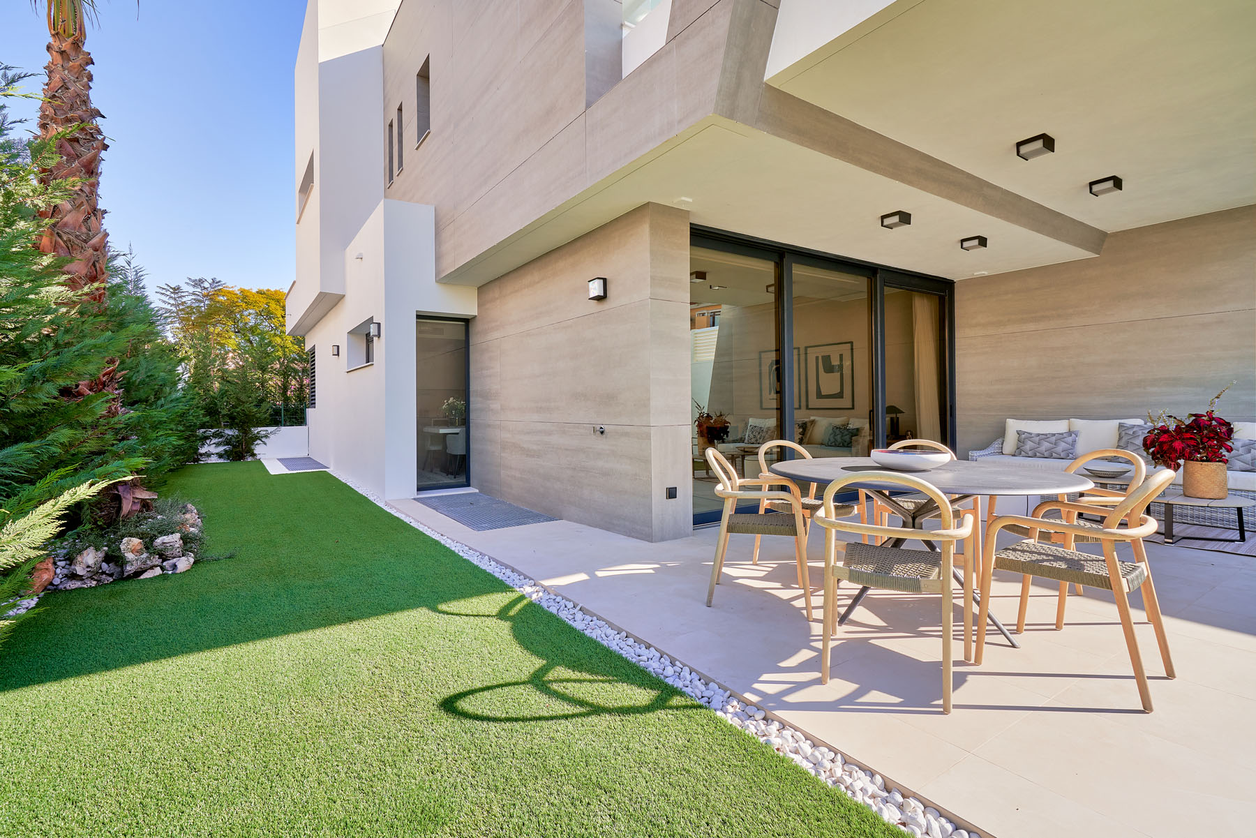 Stunning ultra modern 4 bedroom villa for sale walking distance from Puerto Banus.