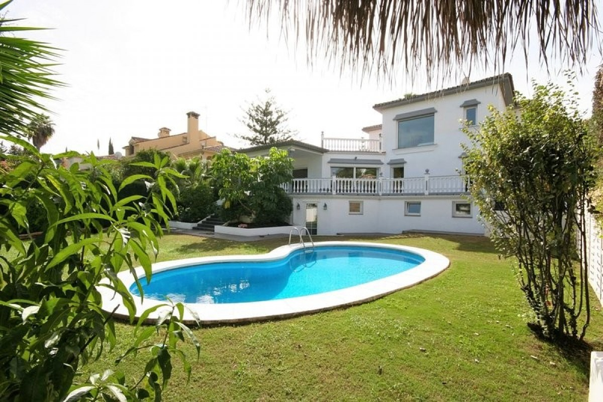 Beautiful front line golf 5 bedroom Villa in Guadalmina Alta