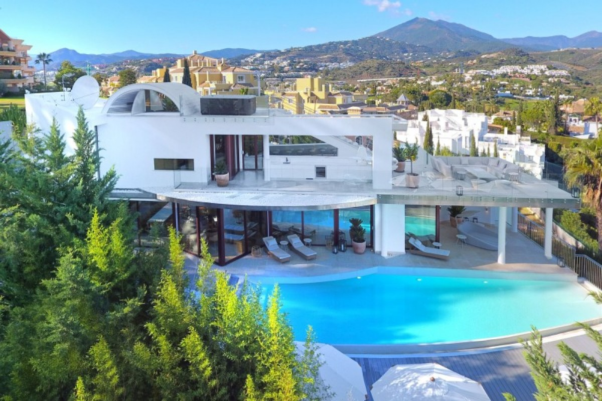 Avant-garde style Villa in Nueva Andalucia