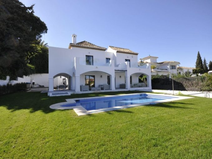 Fabulous  Modern Villa near Centro Plaza, Puerto Banus