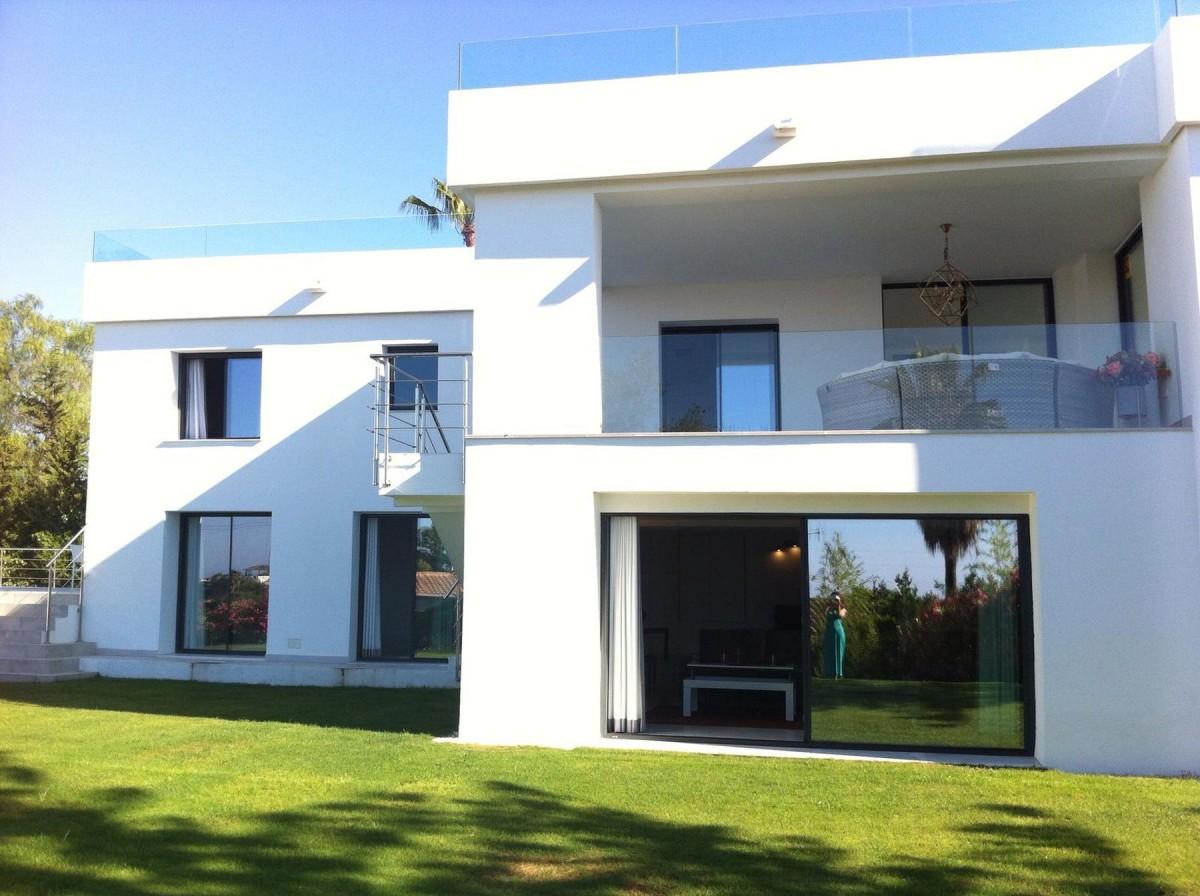 Contemporary style 5 bedroom Villa in Nueva Andalucia
