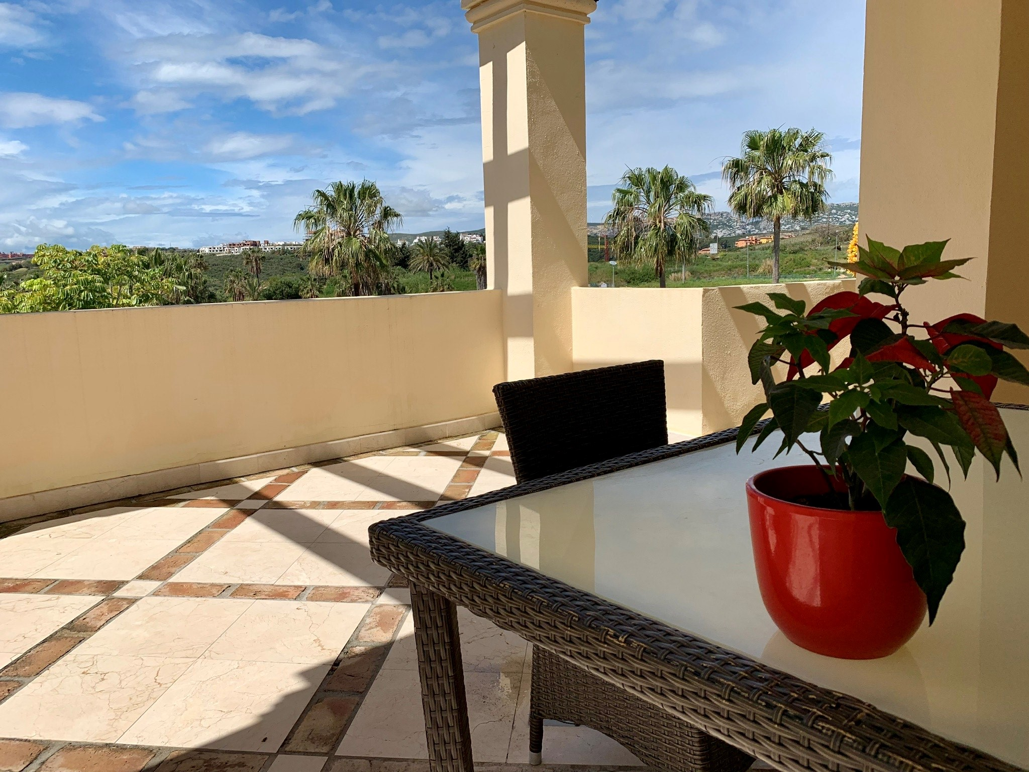 Beautiful 2 bedroom apartment for sale in Casares.