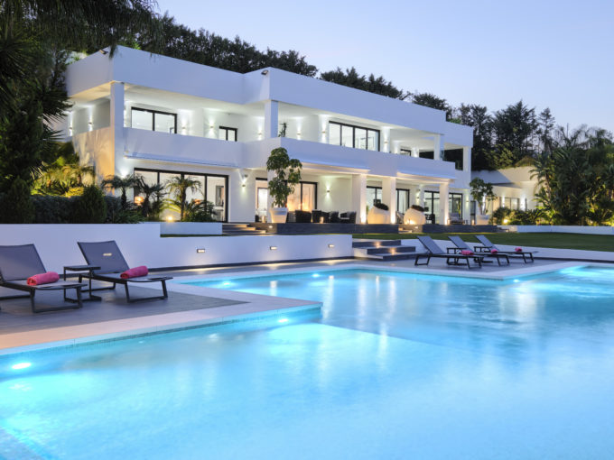 Stunning contemporary style Villa in the heart of the Golf Valley