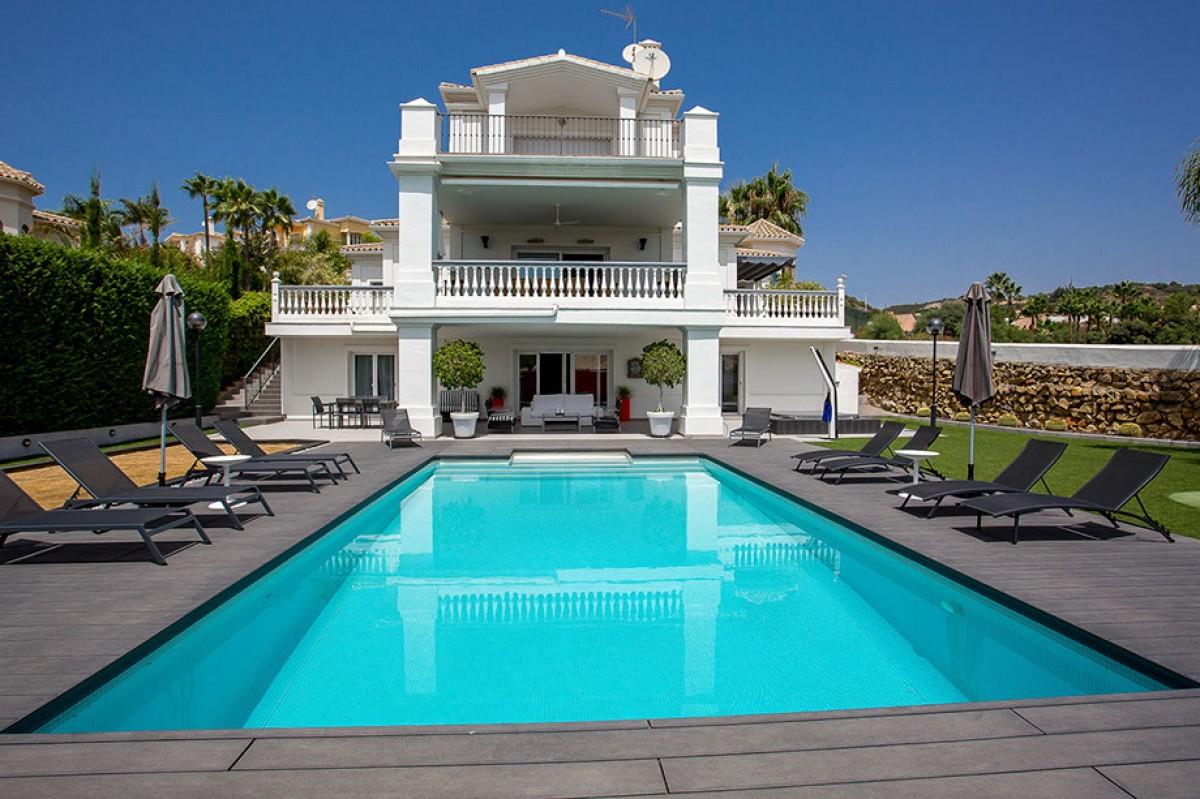 6 Bedroom Villa in Los Naranjos, Nueva Andalucia