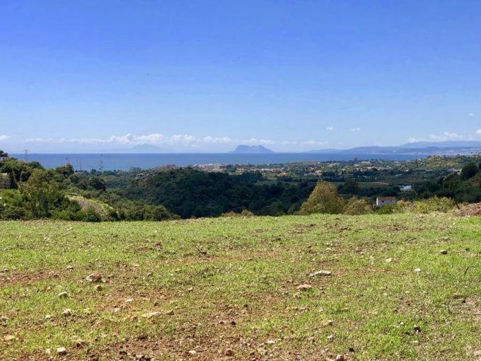 Flat plot for sale with uninterrupted views to the sea, Gibraltar and Morocco
