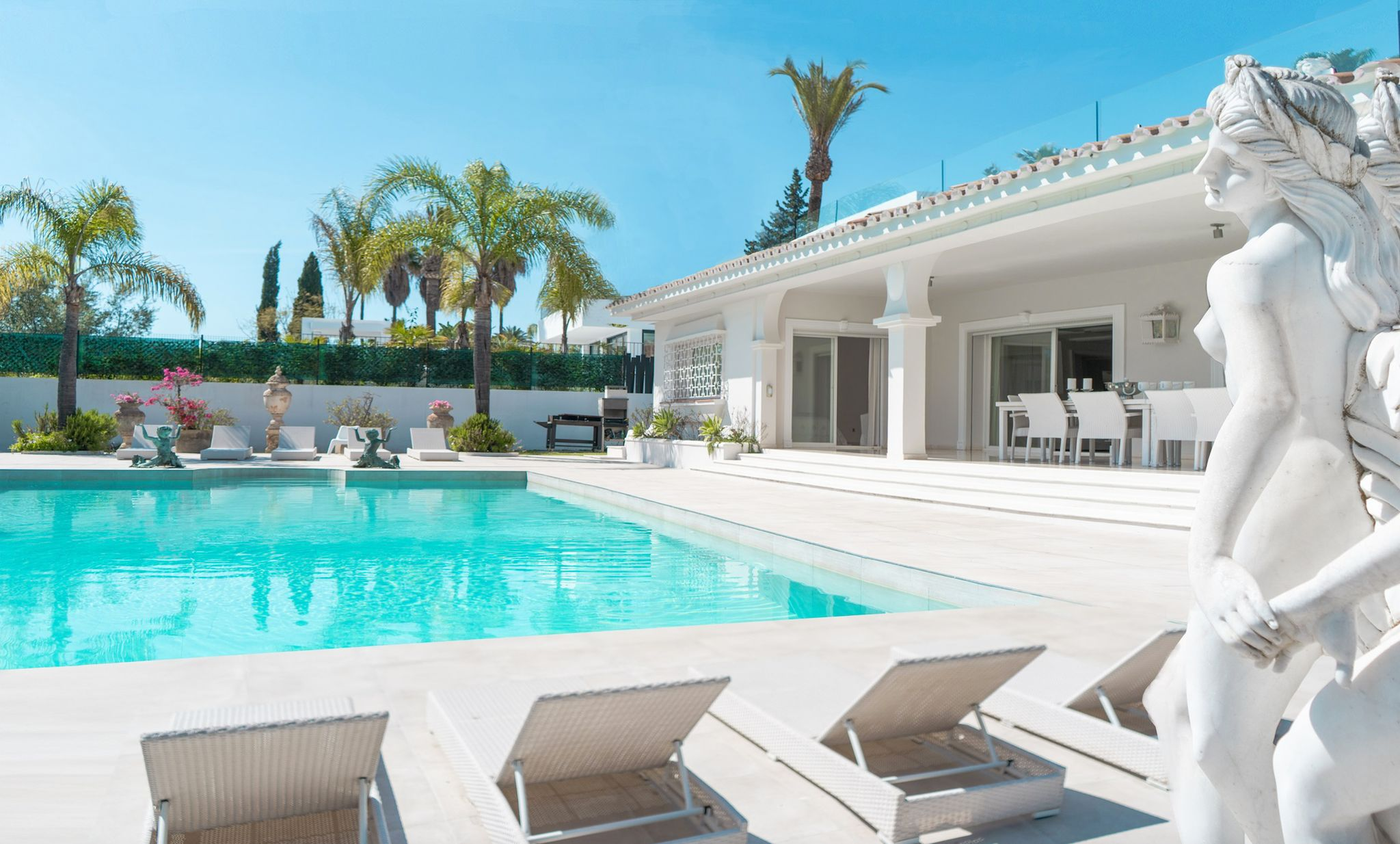Exclusive property located in the heart of Nueva Andalucia