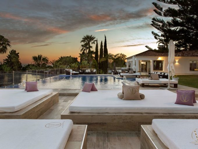 Luxury 8 bedroom Villa in Elviria