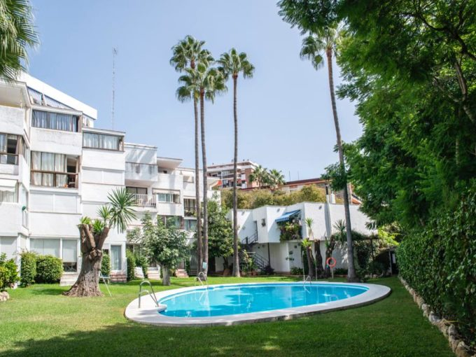 Stunning apartment recently renovated 1 min walk from beach