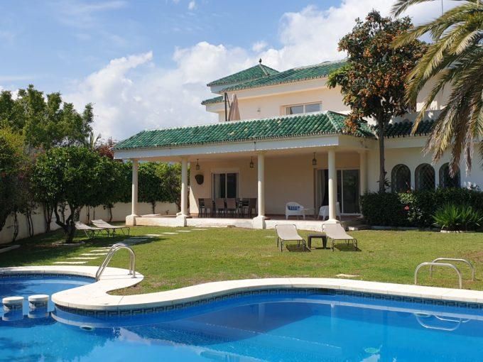 5 bedroom modern villa in Nueva Andalucia