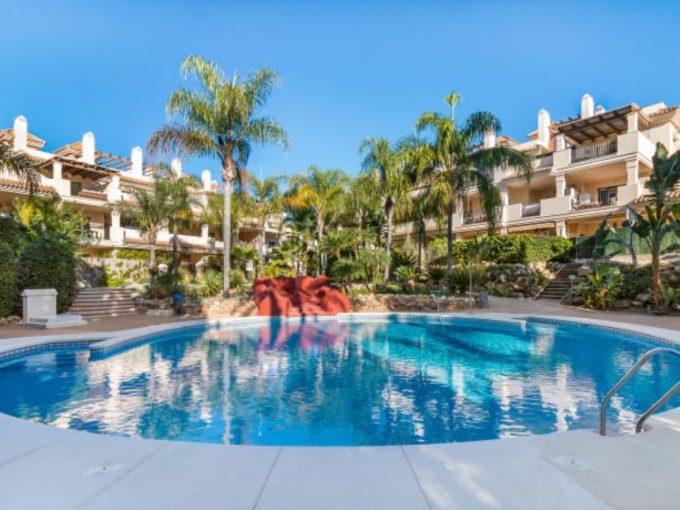 Lovely spacious apartment for sale near beach