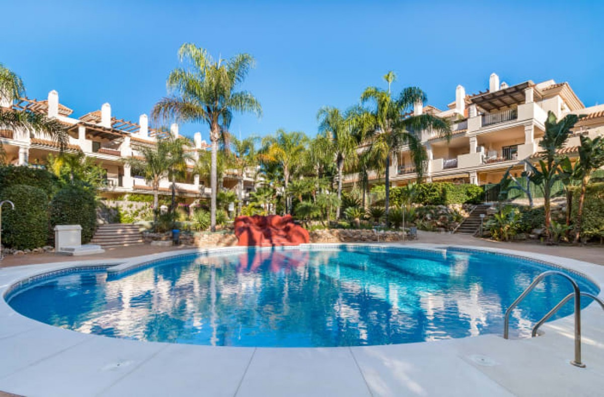 Lovely spacious 3 bedroom apartment for sale Nueva Andalucia Marbella