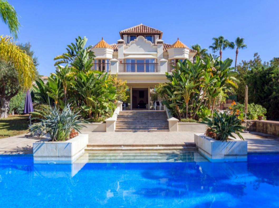 Spectacular villa in Rosario, Marbella East, walking distance to the beach