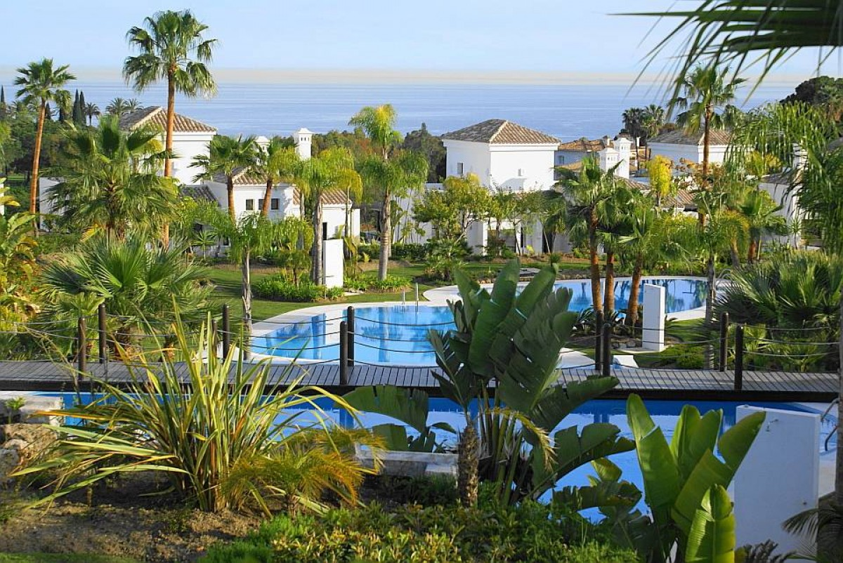 Lovely 5 bedroom Villa is located in a prestigious area of Marbella