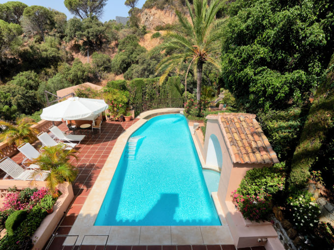 A traditional quality villa, very nicely located in El Madroñal.