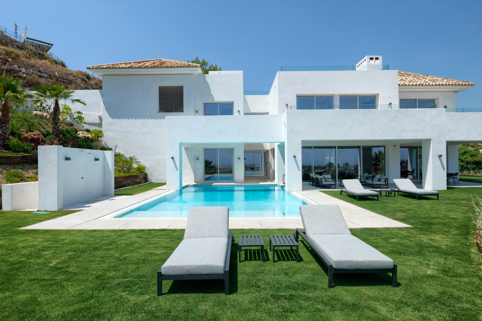Top quality new built villa with spectacular sea- and mountain views.