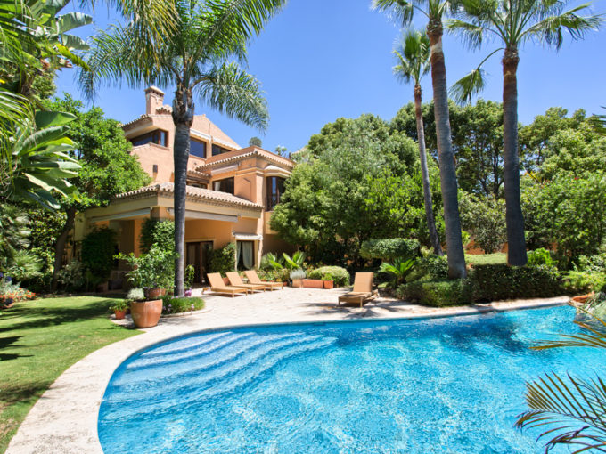Beautifully located quality villa on the Golden Mile near the Puente Romano