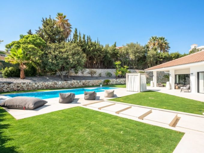 Stunning modern villa for sale in Puerto Banus
